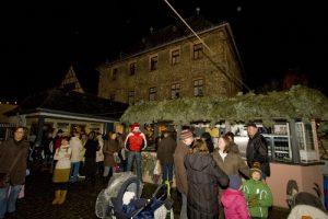 der_historische_hof_bechtermuenz_am_weihnachtsmarkt_in_eltville_ii